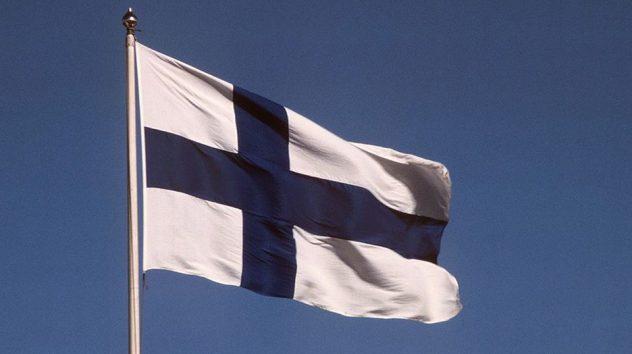 30_4 Suomen lippu IMG_2010_00015724 copy