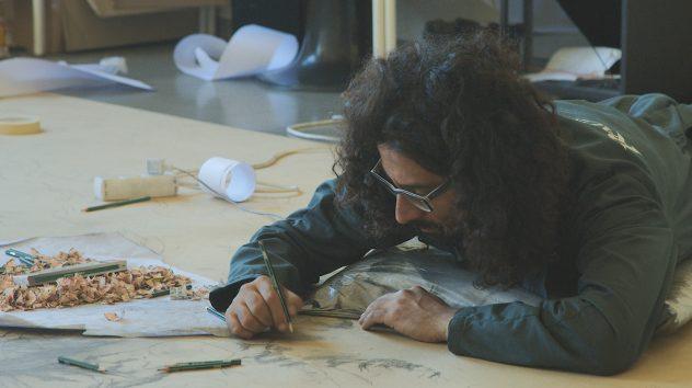 Enrico Mazzone draws at Kansalaisopisto.